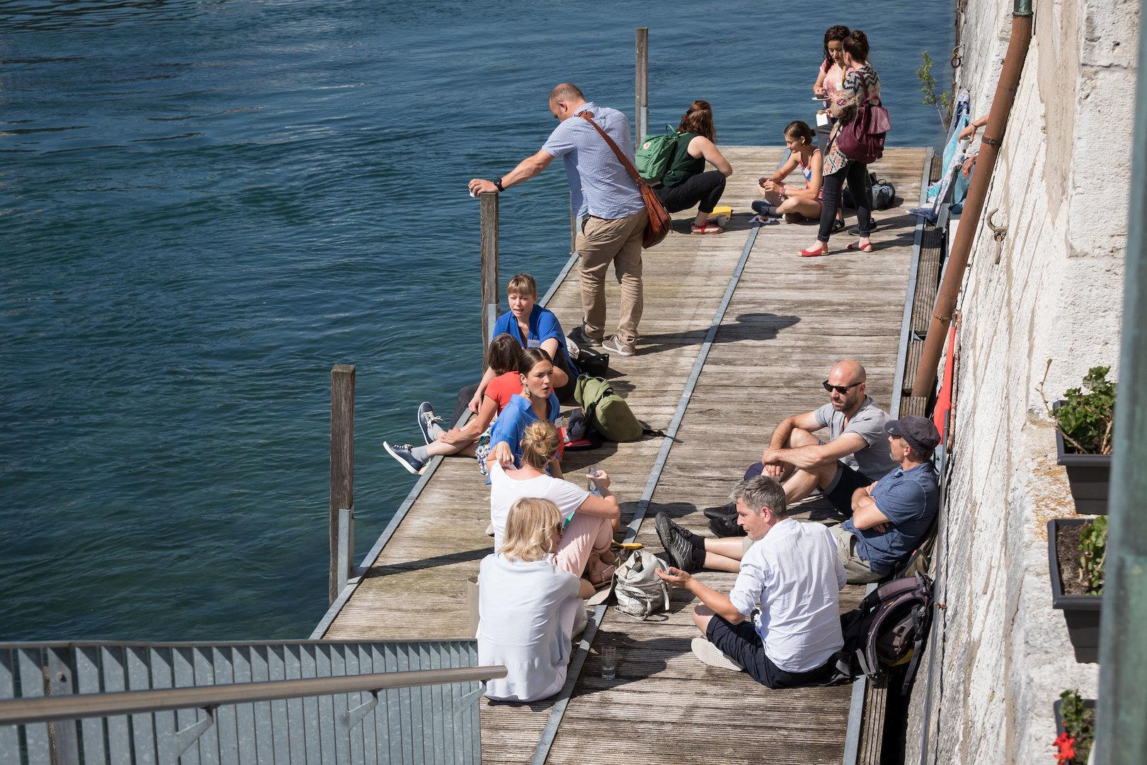 Sommerakademiewetter an der Riviera: Entspannte Momente auf dem Bootssteg.