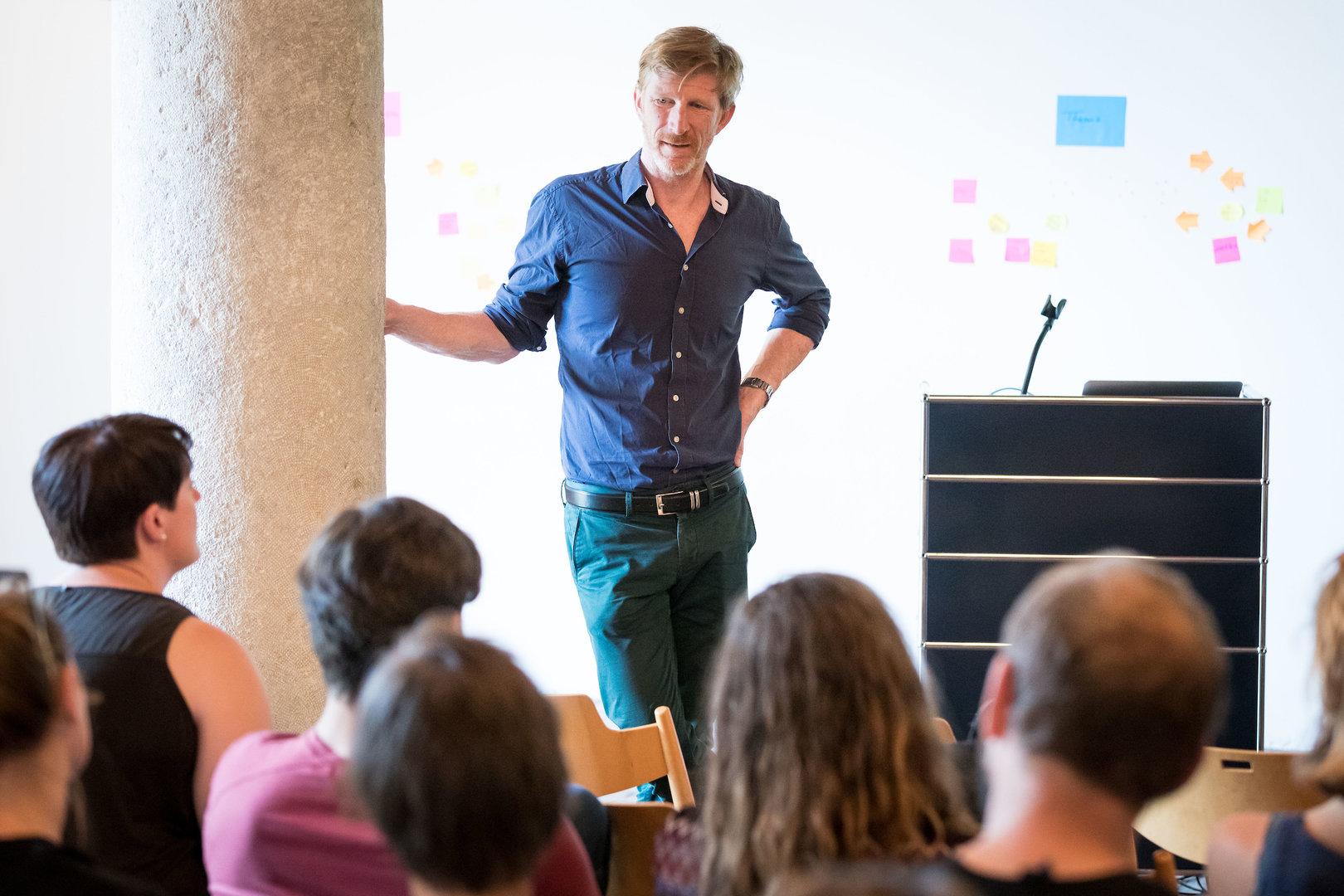 Philippe Anex moderiert die Auswertung.