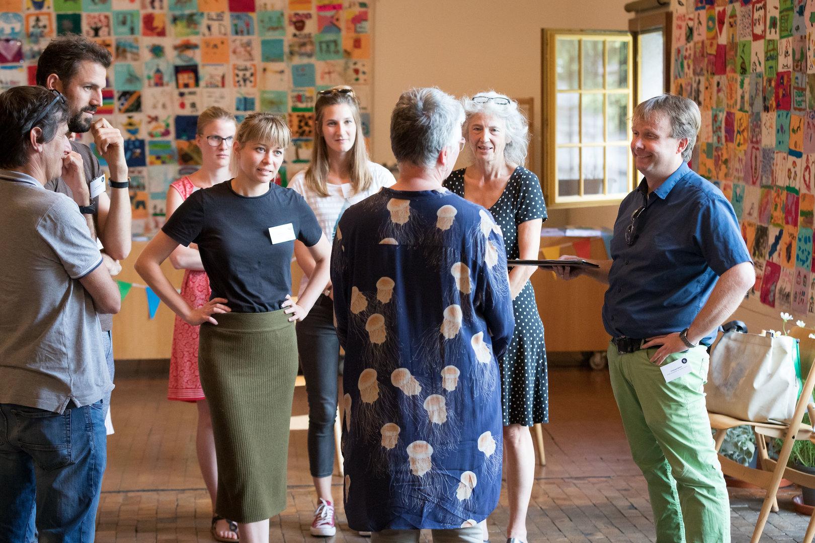 Auch zwischen Referaten und Workshops fanden rege Gespräche zwischen den Teilnehmern statt.